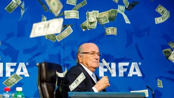 Money thrown at Blatter during  FIFA press conference