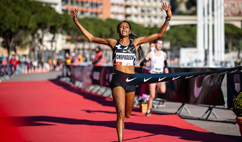 Chepkoech sets new 5km world record