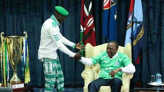 President Uhuru gifts Gor as they celebrate Jubilee